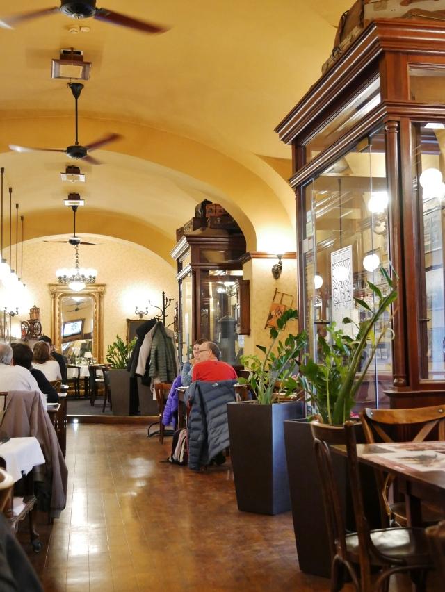 Budapest - Elso Pesti Reteshaz